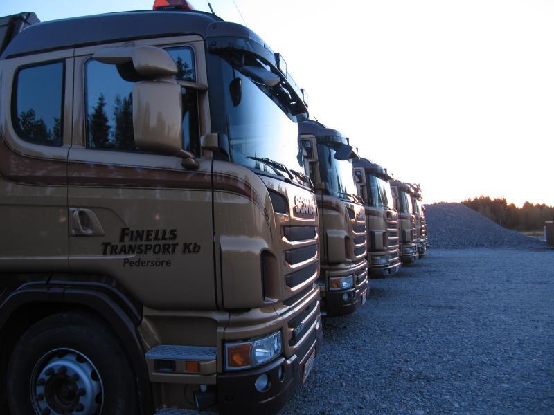 Lastbilar från höger